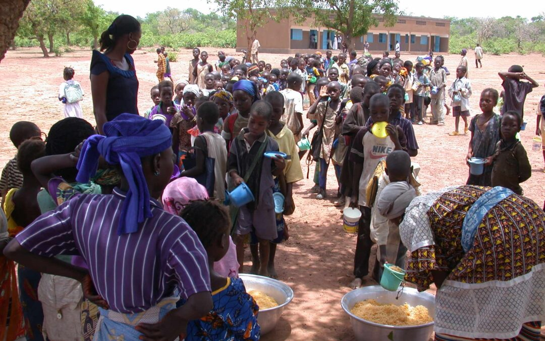 Lunches at primary school in Burkina Faso